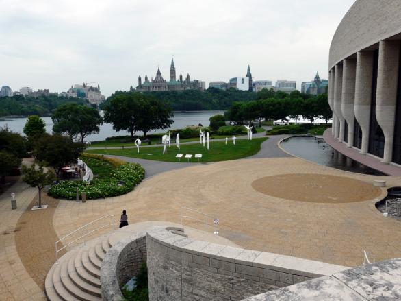 Музея на цивилизацията и Парламента