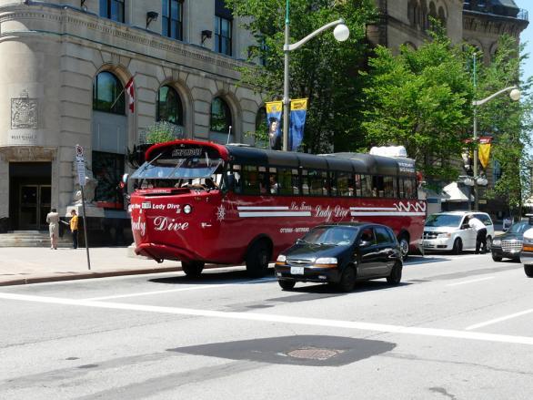 Автобус-амфибия в Отава, Канада