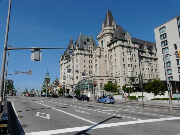 Центъра с Хотел Шато Лорие в Отава, Канада